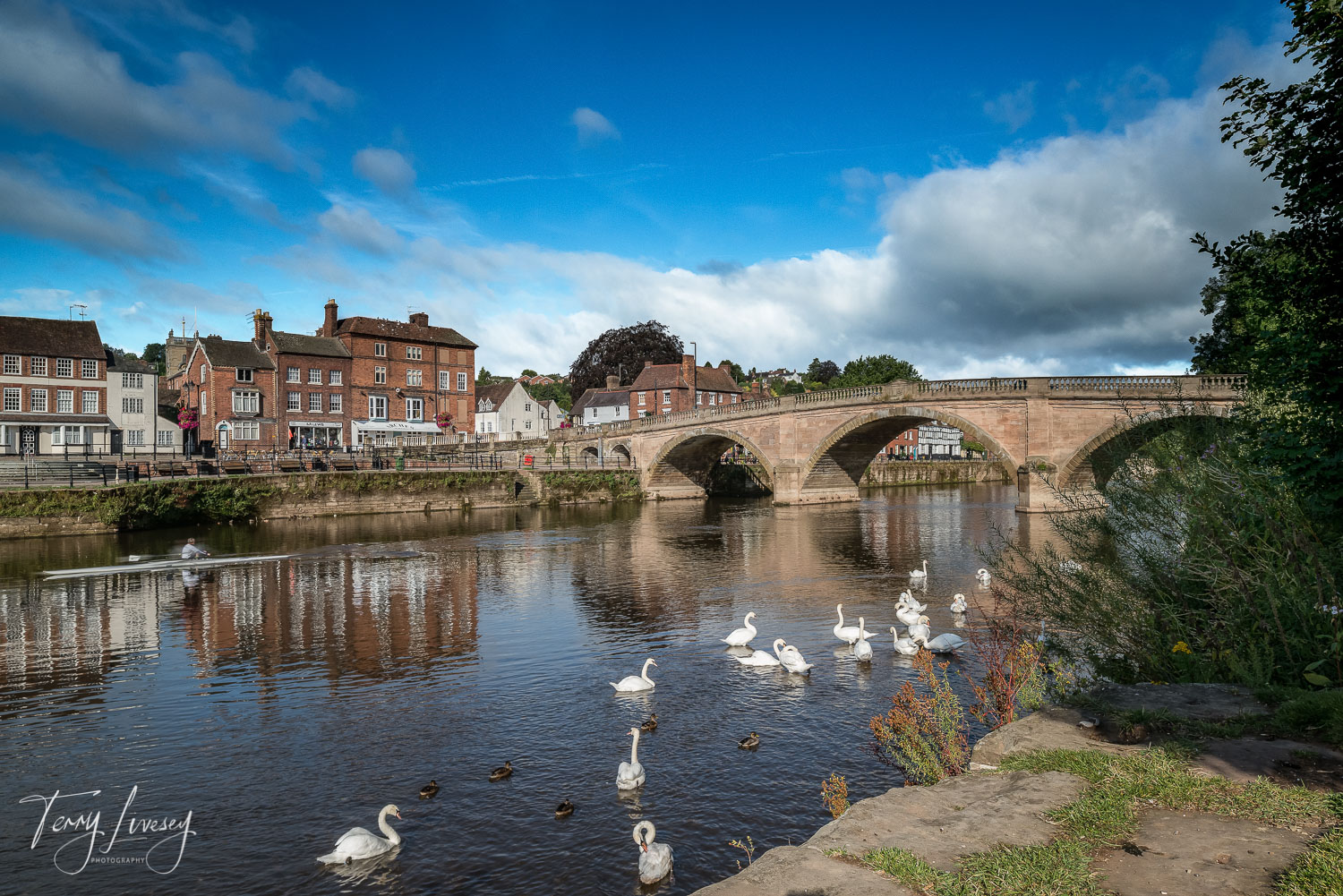Bewdley is a well know market town with the River Severn flowing majestically though it. Set in the Wyre Forest, with plenty of local attractions to entertain everyone, It's an idylic location.